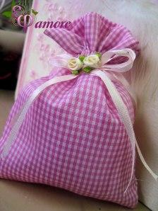 Μπομπονιέρα βάπτισης - πουγκάκι σε ροζ - καρώ χρώμα